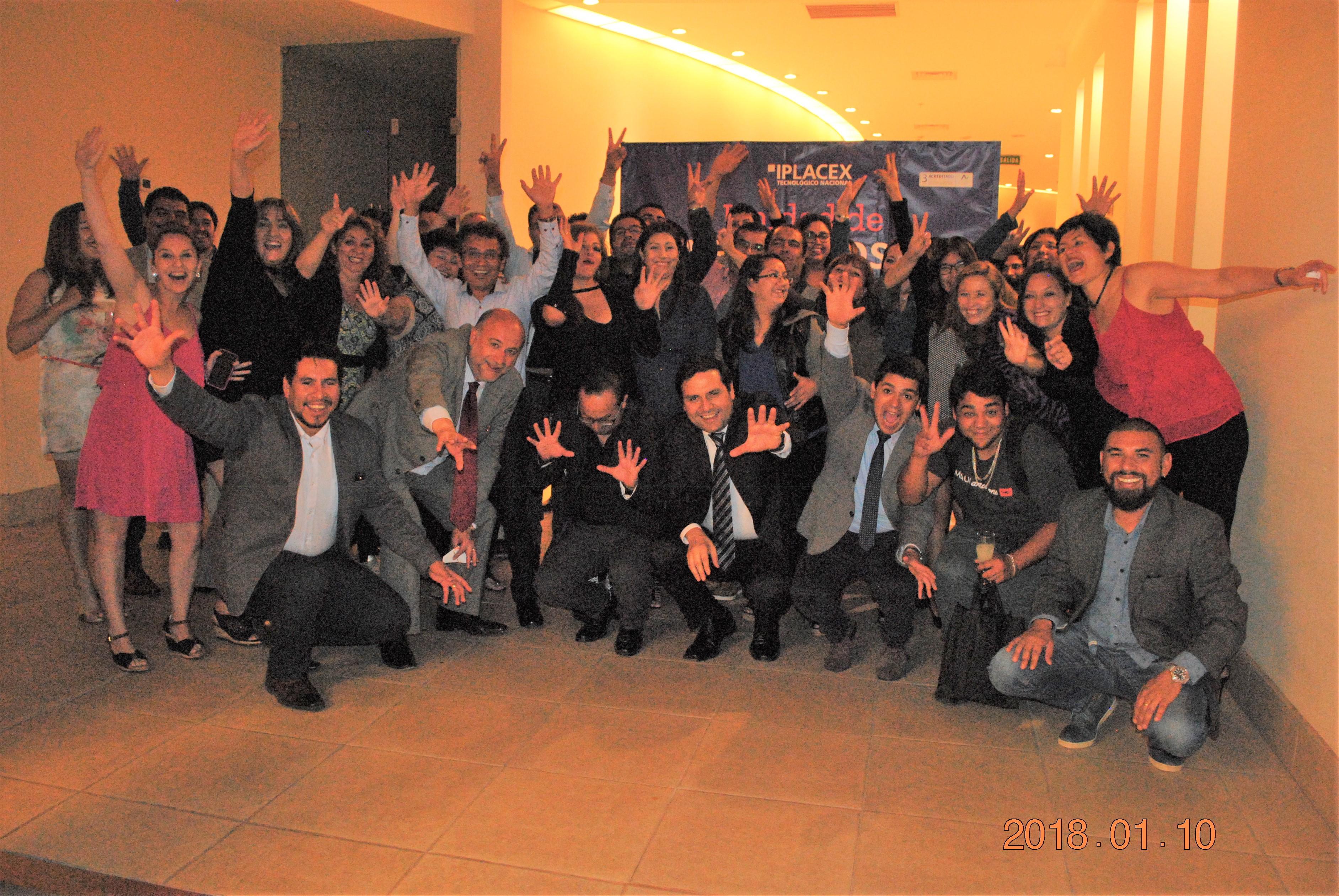 Foto de grupo del II Encuentro de Exalumnos IPLACEX región de Atacama