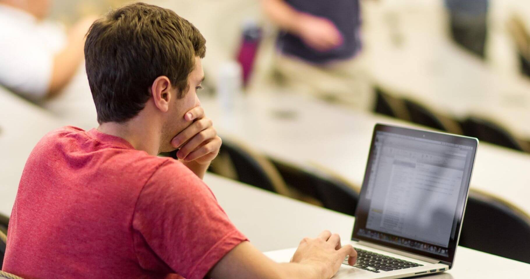 Estudia estas carreras online para ascender en tu trabajo